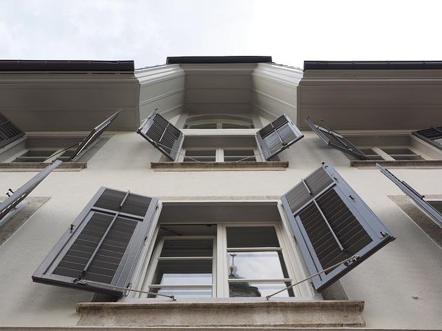 shutters-780043_640